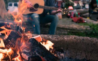 10 Lagerfeuerlieder für Gitarre + Akkorde