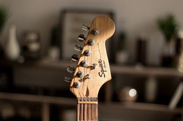 Read more about the article Gitarrenzubehör für Anfänger: Das braucht man unbedingt