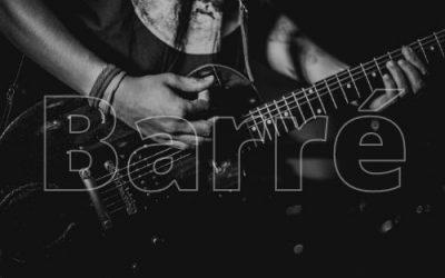 Barré-Griffe auf der Gitarre lernen (mit Tabelle)