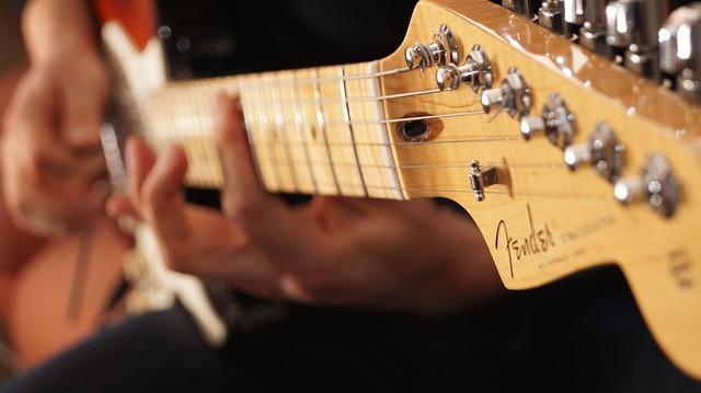 Read more about the article 11 einfache Gitarrenriffs für Anfänger (mit TABS)