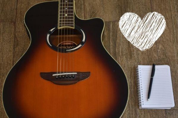Read more about the article 10 romantische Gitarrenlieder