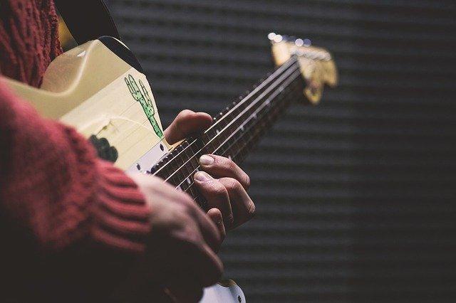 Read more about the article 4 E-Gitarren für kleine Hände, dünne Hälse – dicker Sound!